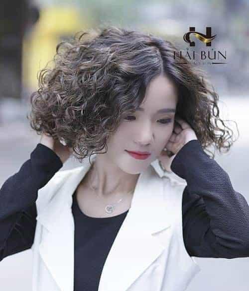 Kiểu tóc ngắn uốn xoăn đẹp nhất 2021 - Ảnh 19