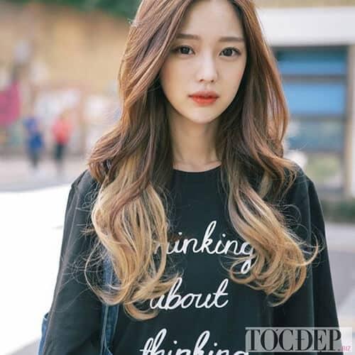 Kiểu tóc xoăn dài đẹp 2021 khiến chị em mê mẩn - Ảnh 1