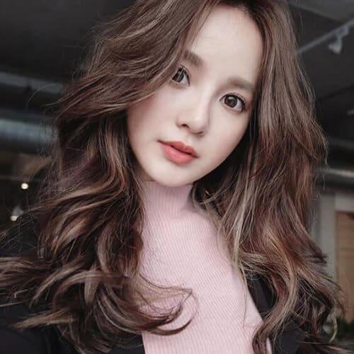 Kiểu tóc xoăn dài đẹp 2021 khiến chị em mê mẩn - Ảnh 25