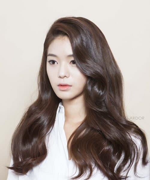 Kiểu tóc dài uốn 2021 xinh lung linh - Ảnh 16