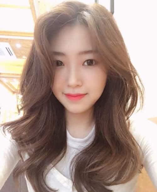 Kiểu tóc dài uốn 2021 xinh lung linh - Ảnh 28
