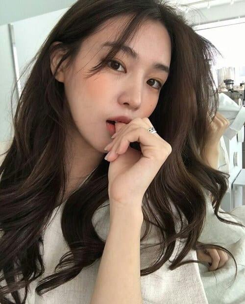 Kiểu tóc dài uốn 2021 xinh lung linh - Ảnh 30