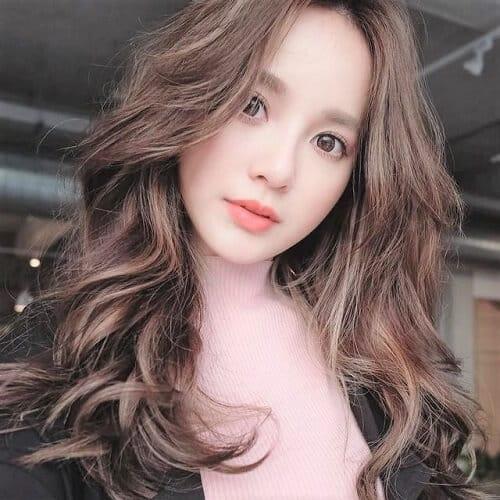 Kiểu tóc dài uốn 2021 xinh lung linh - Ảnh 32