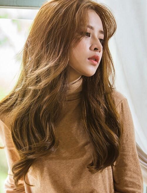 Kiểu tóc dài uốn 2021 xinh lung linh - Ảnh 9