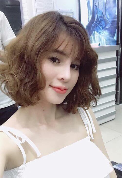 Kiểu tóc xoăn ngắn 2021 đẹp nhất cho phái nữ - Ảnh 31