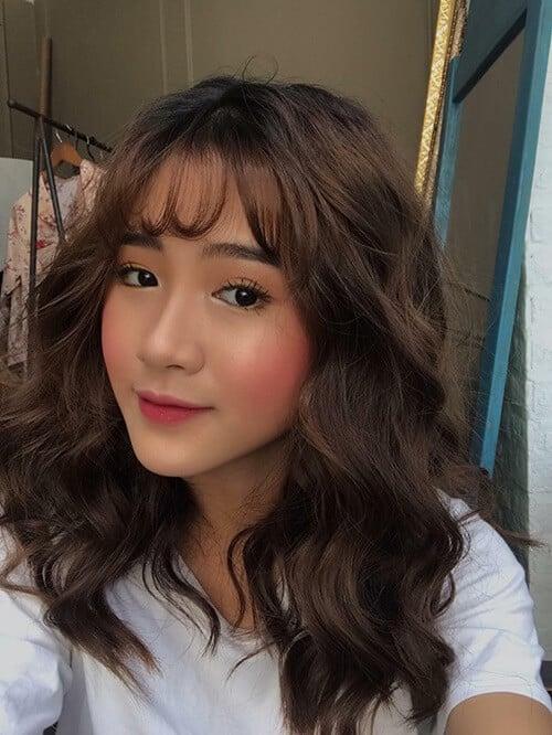 Kiểu tóc xoăn ngắn 2021 đẹp nhất cho phái nữ - Ảnh 32