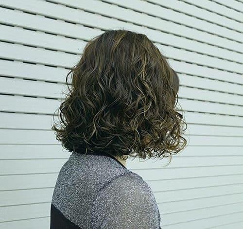 Kiểu tóc xoăn ngắn 2021 đẹp nhất cho phái nữ - Ảnh 4