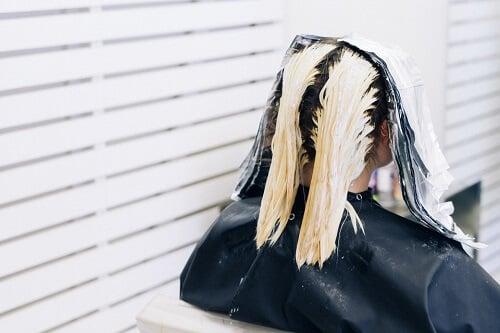 Kết cấu của tóc sẽ thay đổi sau khi bạn nhuộm tóc màu bạch kim