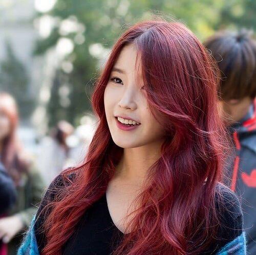 Tóc màu nâu đỏ ánh tím hấp dẫn