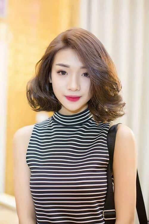 Tóc ngắn xoăn nhẹ mái dài
