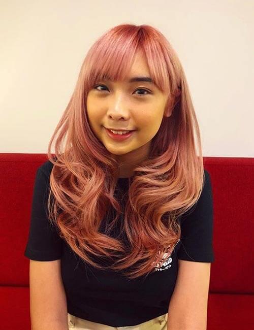 Tóc nhuộm màu vàng hồng