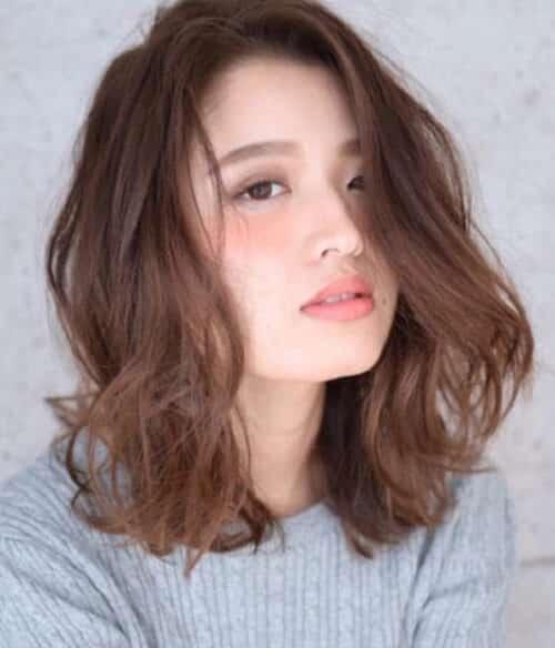 Tóc xoăn ngang vai cho tóc mỏng