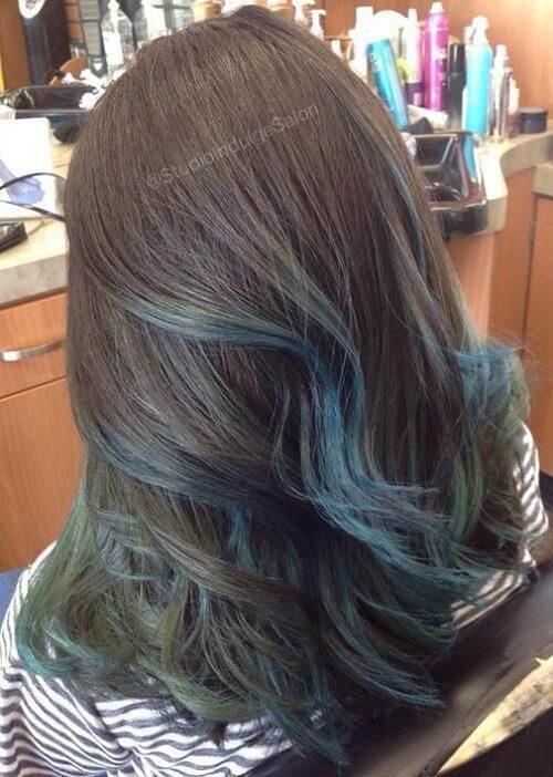 Tóc highlight màu xanh rêu