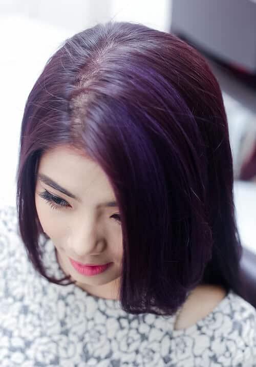 Tóc màu đen ánh đỏ