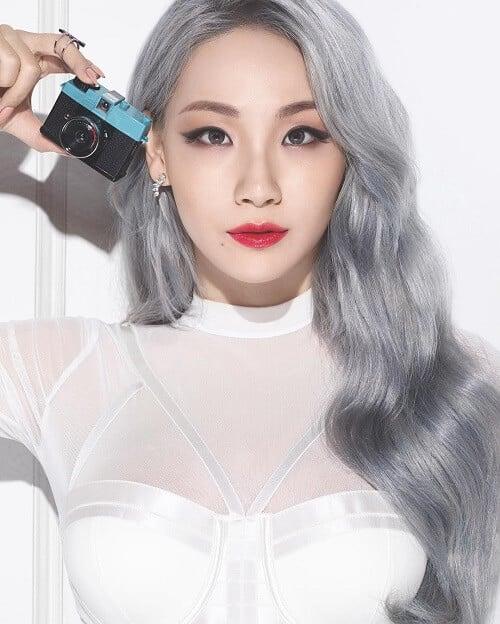 Tóc màu bạc ánh kim