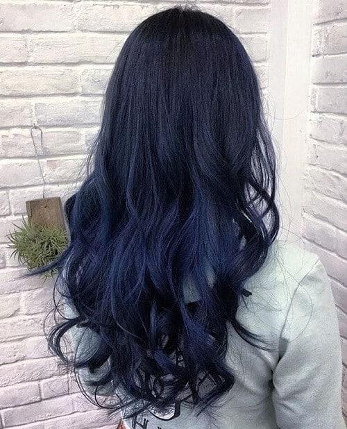 Nhuộm màu xanh đen có cần tẩy tóc không