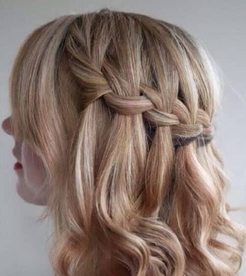 Thắt tóc thác nước giúp bạn nữ sinh nổi bật hơn