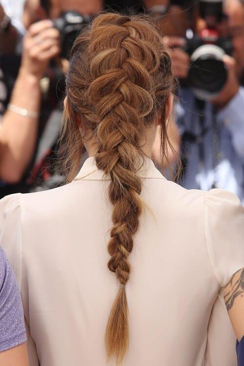 Nàng tóc dài không thể bỏ qua kiểu bím tóc kiểu Pháp hay còn gọi là bím đuôi tôm