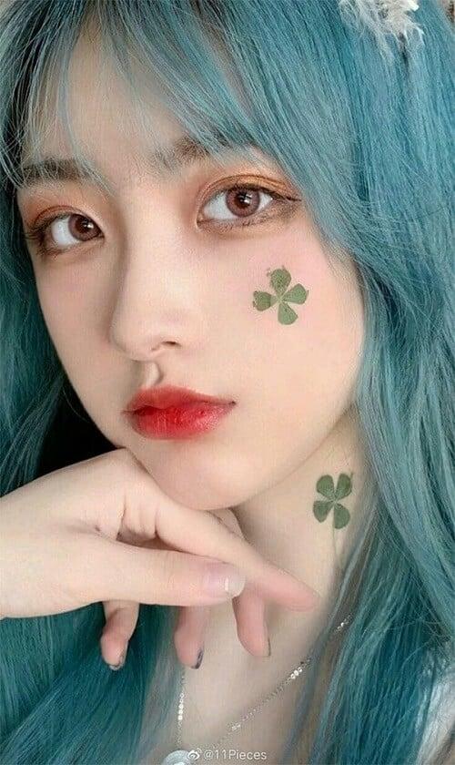 Tóc màu khói xanh rêu