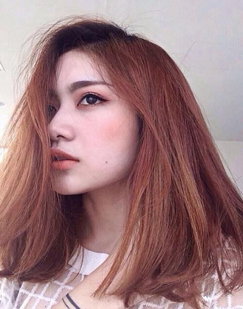 Tóc nhuộm màu nâu đỏ