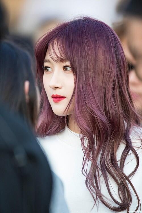 Tóc màu nâu khói đỏ