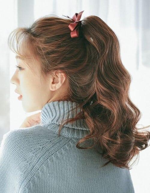 Tóc màu nâu đồng phù hợp với mọi hoàn cảnh bất chấp góc chụp