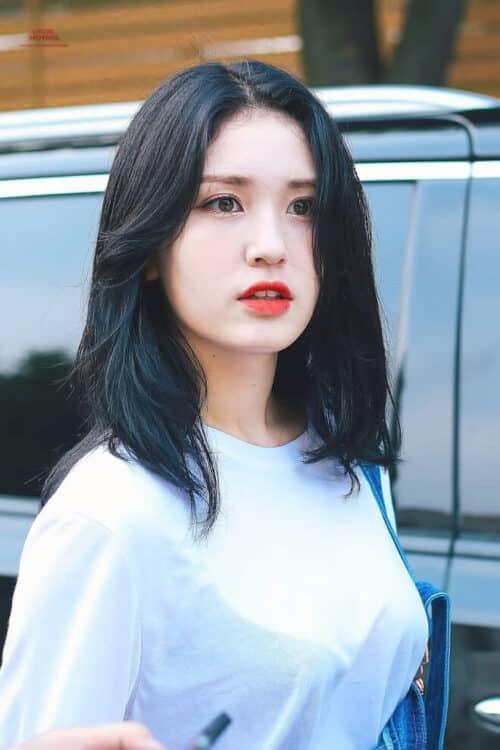 Kiểu tóc màu xanh đen 2021 cho nữ đẹp đang 'Hot Trend'