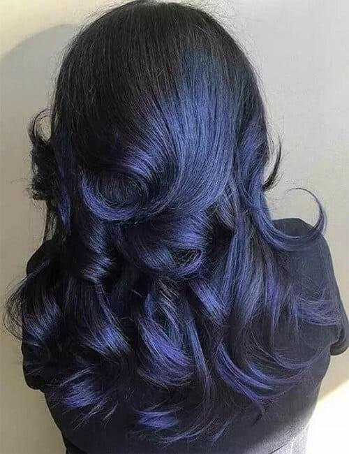 Tóc màu xanh đen kết hợp với màu tím