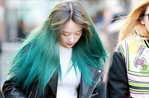 Nhuộm tóc màu xanh rêu ombre