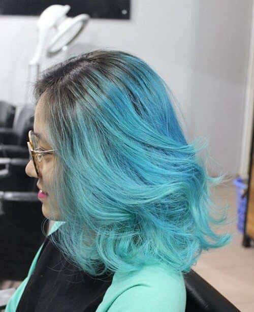 Tóc ngắn xoăn màu xanh rêu