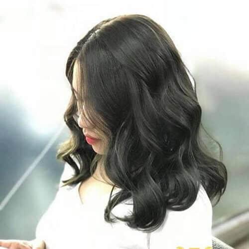 Tóc uốn ngang vai màu đen