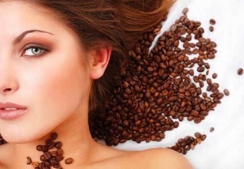 Nhuộm tóc bằng cà phê là phương pháp cho tóc lên màu đẹp và giảm hư tổn
