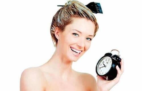 Nên ủ tóc đủ thời gian để giúp tóc lên màu hiệu quả