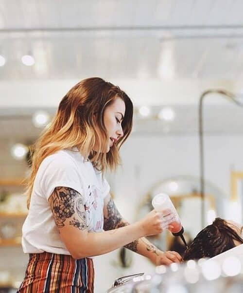 Việc tham khảo ý kiến của nhà tạo mẫu tóc là cực kỳ quan trọng