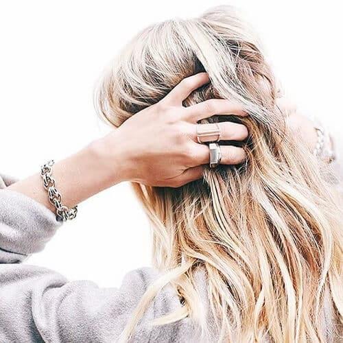 Quá trình tẩy tóc có thể kéo dài khoảng 8 giờ