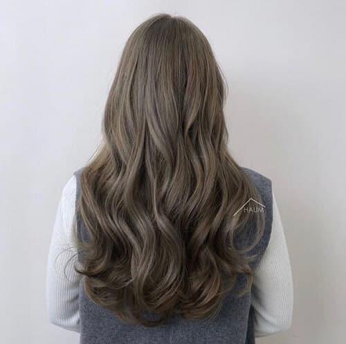 Màu nhuộm này đem lại cảm giác khá nhẹ nhàng và có khả năng tăng hiệu ứng bồng bềnh cho kiểu tóc