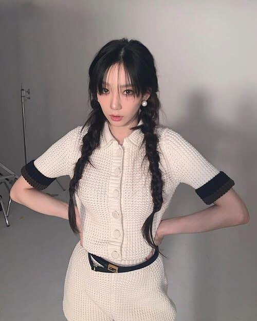 Màu tóc đen quen thuộc cũng khiến cho làn da trắng mịn của Taeyeon (SNSD) được tôn lên hết cỡ